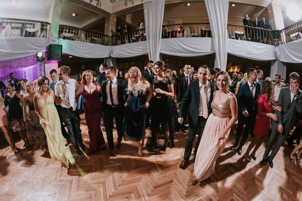 záznamy a zostrihy plesov a osláv